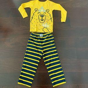 Gap 'Hibernating bear' fleece pajama set, size 4T